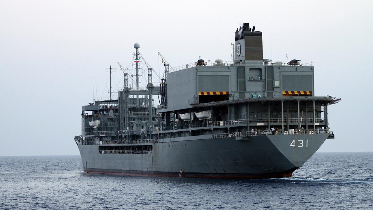 La più grande nave della Marina iraniana ha preso fuoco ed è affondata nel Golfo dell'Oman