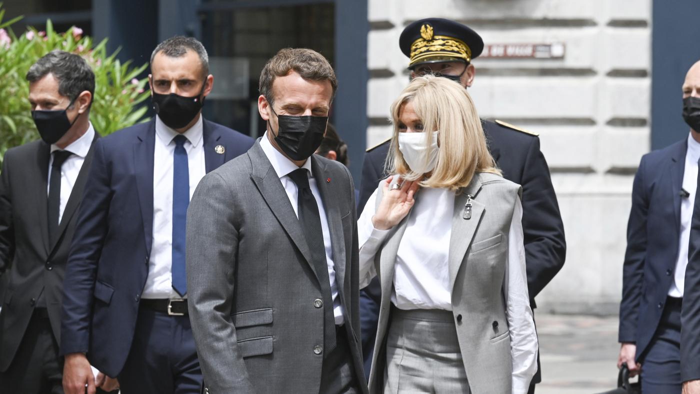Il presidente francese Macron viene schiaffeggiato durante una visita in una piccola città: NPR