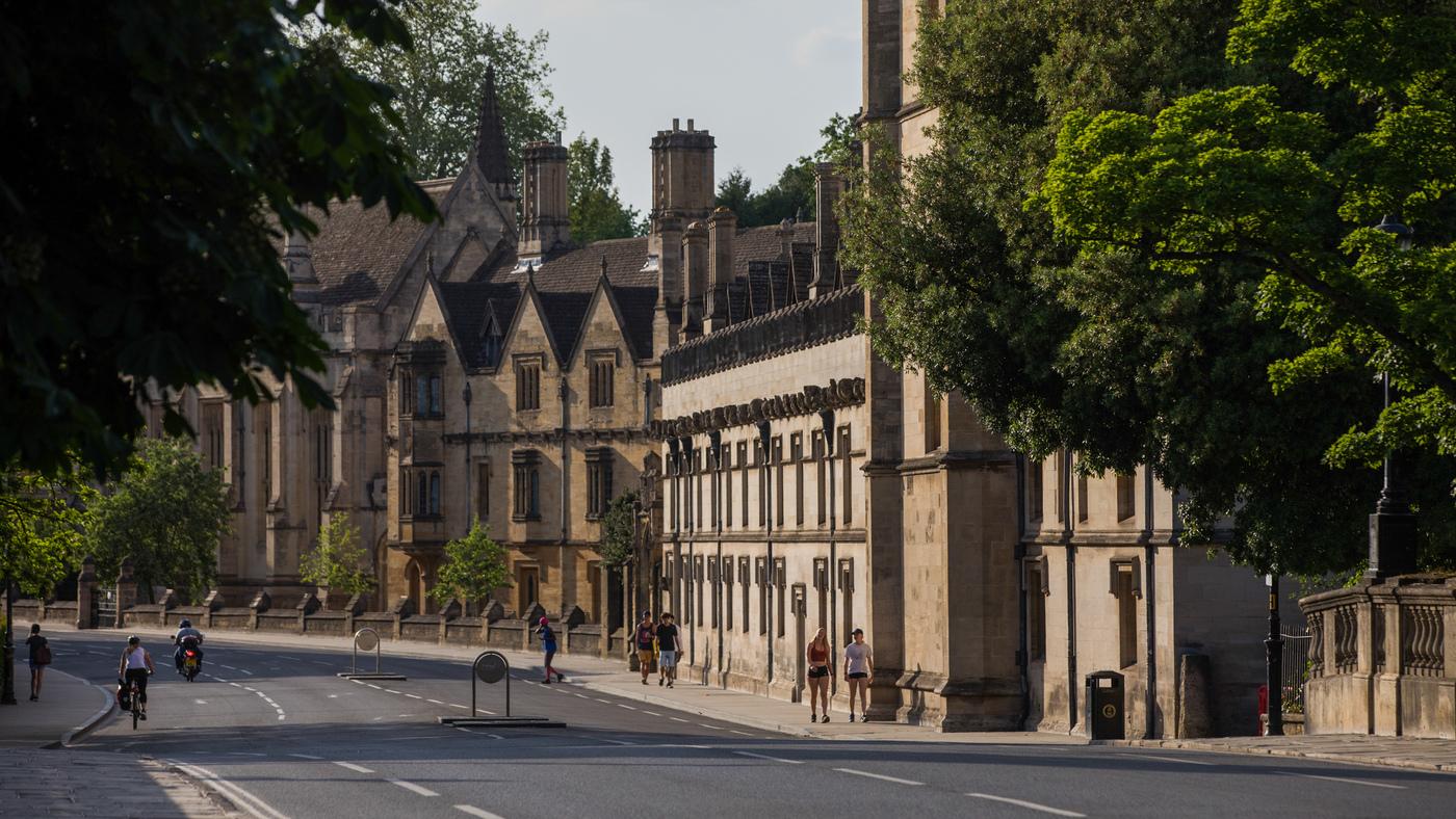Gli studenti dell'Oxford College rimuovono il ritratto della regina, citando il colonialismo: NPR