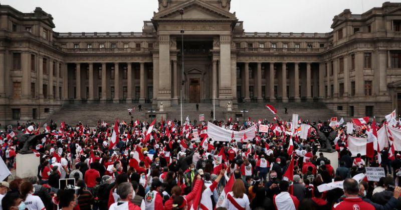 Il peruviano Fujimori guida la protesta per annullare i voti mentre Castillo si avvicina alla vittoria