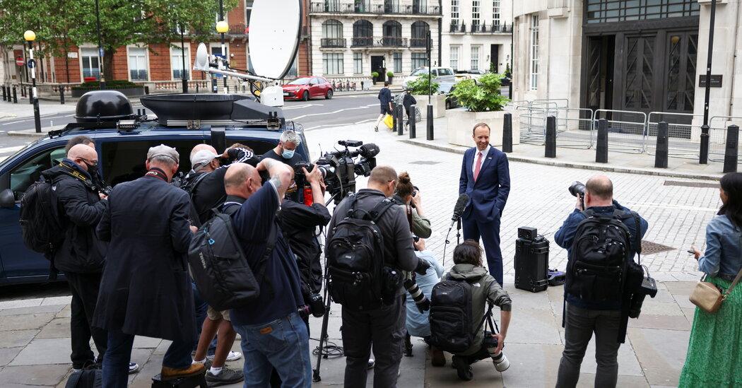 """In lettere trapelate, Boris Johnson ha definito il suo ministro della salute """"senza speranza"""""""