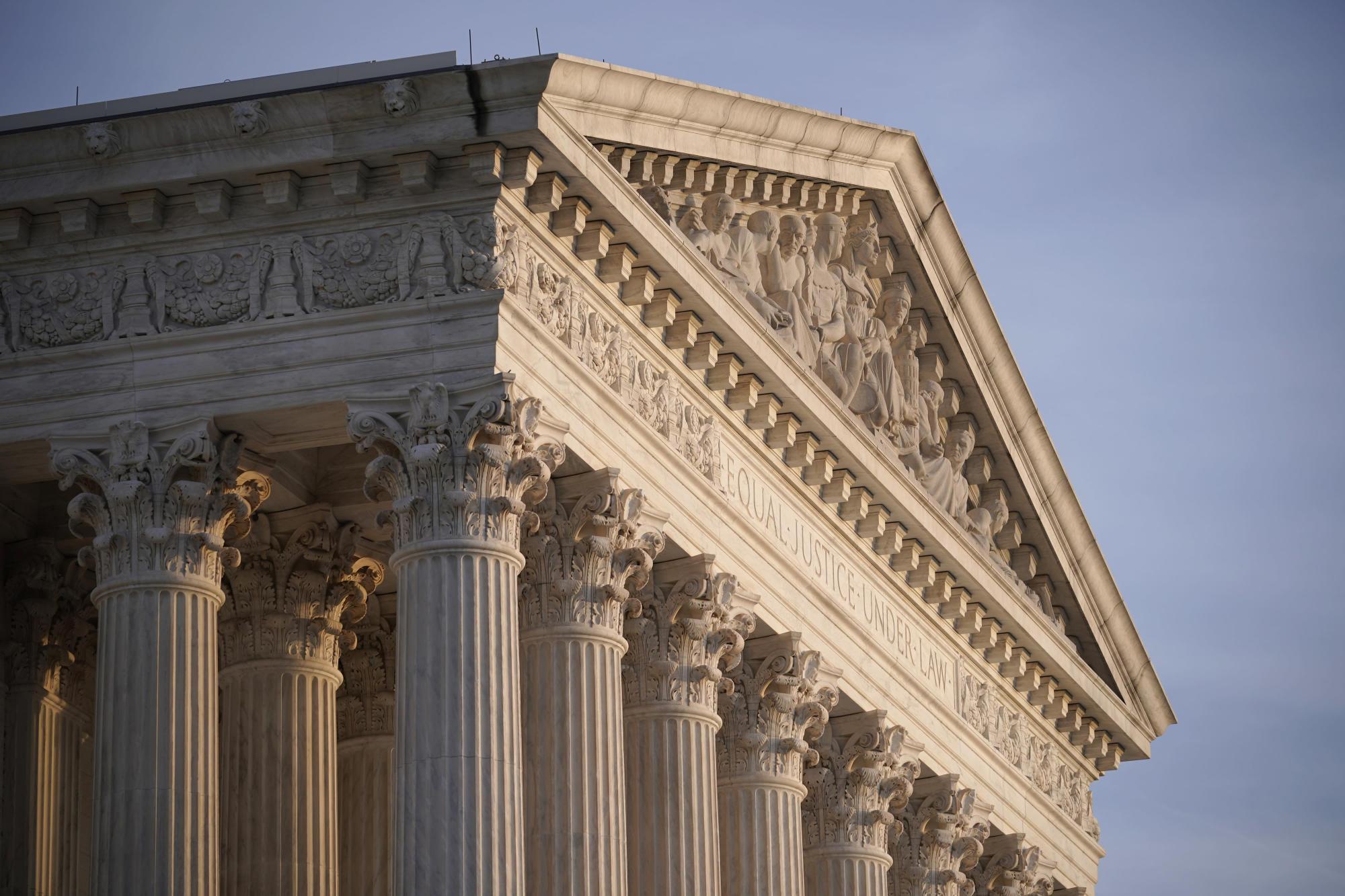 La Corte Suprema si pronuncia contro gli immigrati con status temporaneo