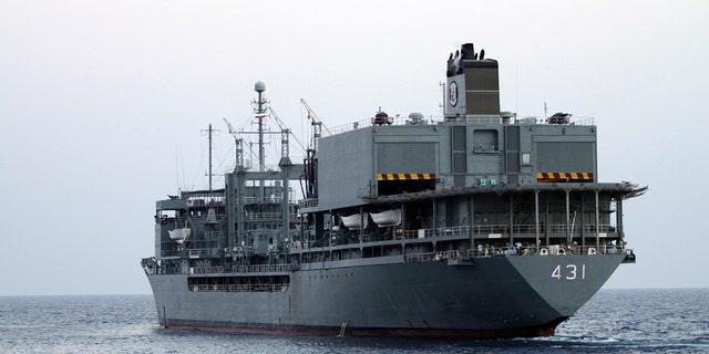 Le agenzie di stampa semi-ufficiali hanno riferito che la più grande nave della marina iraniana è scoppiata ed è affondata mercoledì nel Golfo di Oman in circostanze misteriose, e le agenzie di stampa Fars e Tasnim hanno affermato che gli sforzi per salvare la nave di supporto Kharg, che prende il nome dal isola che fungeva da isola.  Il principale terminal petrolifero dell'Iran.  Hussain Zohrivand/AFP via Getty Images)