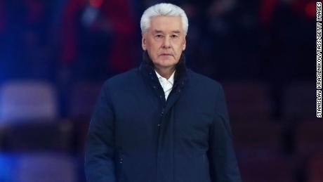 Il sindaco di Mosca Sergei Sobyanin in un concerto allo stadio Luzhniki di Mosca a marzo.